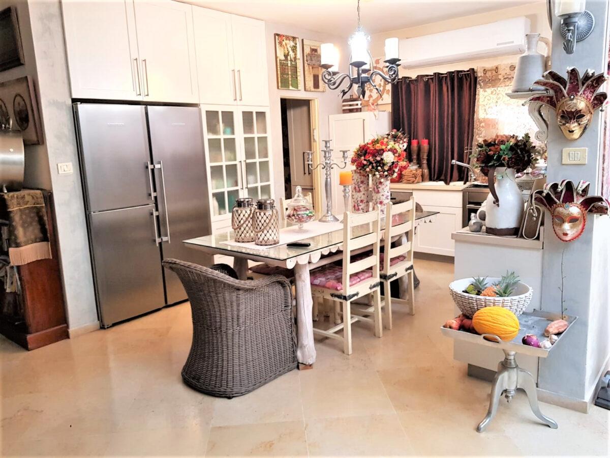 בתים למכירה בברקן ביסמין